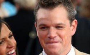 """L'acteur Matt Damon a été couronné l'homme en vie """"le plus sexy"""" par le magazine People, même s'il a d'abord eu le réflexe de refuser ce titre, a annoncé le magazine mercredi."""