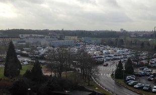 Les caravanes sur le parking du CHRU de Lille.
