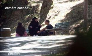 Capture d'écran de l'émission «Enquête exclusive» diffusée sur M6 le 11 novembre 2012 montrant Souad, la soeur de Mohamed Merah.
