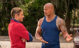 Zac Efron et Wayne Johnson dans Baywatch- Alerte à Malibu de Seth Gordon