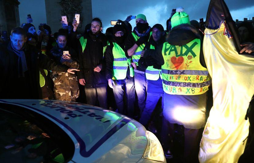 Gilets Jaunes à Dunkerque Environ 400 Personnes Défilent Pour Une