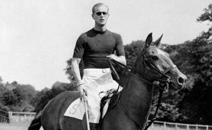 Le prince Philip, le 7 août 1950, en train de jouer au Polo