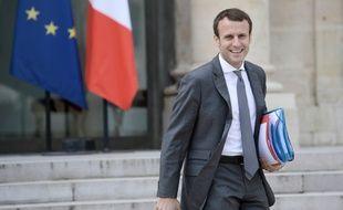 Le ministre de l'Economie Emmanuel Macron à la sortie du Conseil des Ministres le 6 juillet 2016 à l'Elysée à Paris