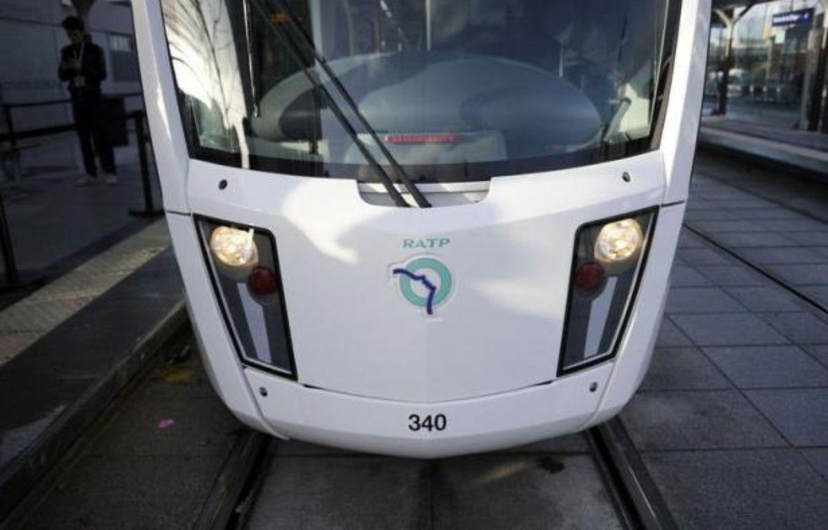 Le second tronçon du tramway parisien T3, courant sur 14,5 km de la Porte d'Ivry (est) à la Porte de la Chapelle, dans le nord de la capitale, a été inauguré et mis en service samedi. – Lionel Bonaventure afp.com