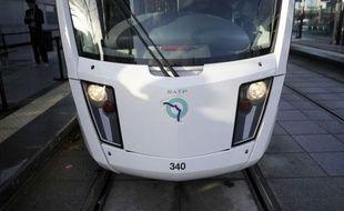 Le second tronçon du tramway parisien T3, courant sur 14,5 km de la Porte d'Ivry (est) à la Porte de la Chapelle, dans le nord de la capitale, a été inauguré et mis en service samedi.