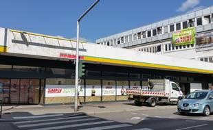 Un collectif réclame une médiathèque pour le nord de l'Eurométropole, en lieu et place de l'ancien Simply de Schiltigheim.