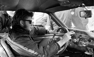 Johnny Hallyday lors du rallye de Monte-Carlo, en 1967, au volant d'une Ford Mustang.