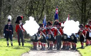 Des figurants rejouent Waterloo.