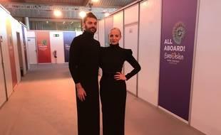 Jean-Karl Lucas et Emilie Satt, le duo Madame Monsieur, dans les coulisses de l'Eurovision à Lisbonne, le 6 mai 2018.