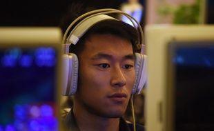 Un homme dans un cybercafé à Pékin en juin 2017.
