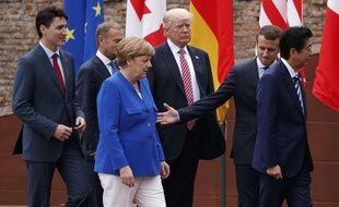 Justin Trudeau, Jean-Claude Junker, Angela Merkel, Donald Trump, Emmanuel Macron, Shinzo Abe au sommet du G7 à Taormina en Italie, le 26 mai 2017.