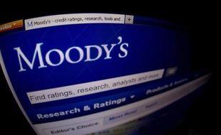 L'agence de notation Moody's a laissé jeudi inchangée la note de la France, Aaa avec perspective négative, indiquant qu'elle se donne quelques mois pour évaluer la politique économique du gouvernement dans un environnement économique difficile en zone euro.