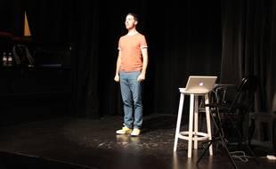 L'humoriste Nadim répète au théâtre du Point-Virgule, le 29 mai, à Paris.