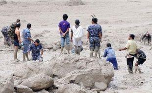 Les inondations au Népal dans la région de l'Annapurna pourraient avoir causé la mort de 60 personnes, a annoncé la police dimanche, et les secours n'avaient plus aucun espoir de retrouver des survivants.