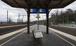 Une gare SNCF vide à  Saint Germain au Mont d'Or, le 9 décembre 2019.