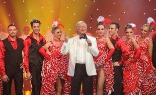 Patrick Sébastien présente l'émission «Le plus grand cabaret du monde» sur France 2.