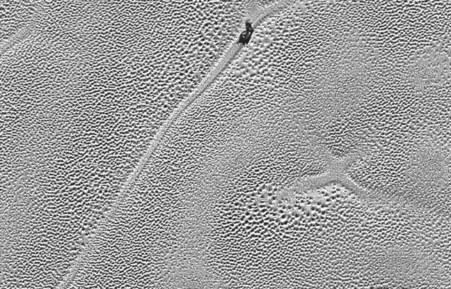 La sonde New Horizons a photographié une croix mystérieuse sur la plaine de Spoutnik, sur Pluton.