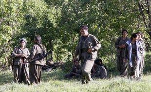 Les rebelles du Parti des travailleurs du Kurdistan (PKK) ont amorcé leur retrait de Turquie vers le nord de l'Irak, une opération qui s'inscrit dans le cadre d'un processus de paix pour mettre fin à près de 30 ans de conflit sanglant mais qui s'annonce délicate.