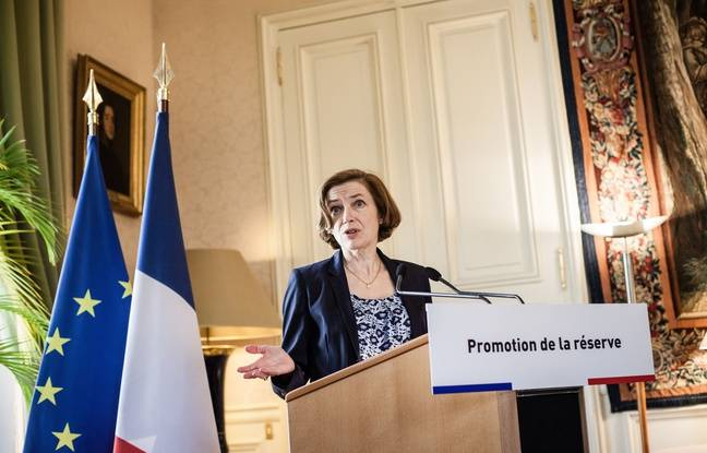 Florence Parly signe une tribune à charge contre Marine Le Pen dans Valeurs actuelles
