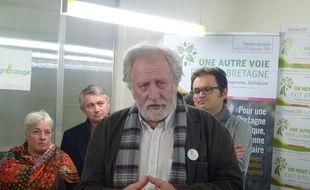 La tête de liste EELV René Louail dans son QG à Rennes ce lundi après-midi.