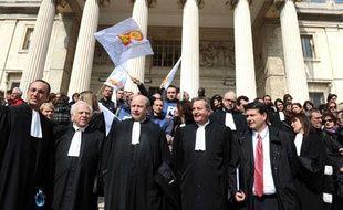 Avocats, magistrats et personnels du monde judiciaire manifestent contre les réfomes à venir devant le palais de justice de Marseille, le 9 mars 2010.