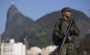 Un soldat brésilien à Rio le 24 juillet 2016.