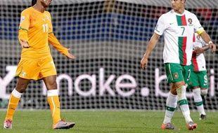 L'Ivoirien Didier Drogba (à gauche) et le Portugais Cristiano Ronaldo se sont quittés sur un 0-0, le 15 juin 2010
