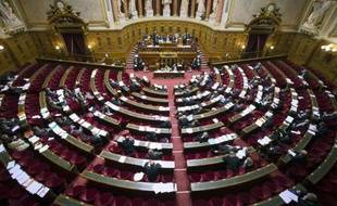 Le Sénat devait se prononcer jeudi soir sur le premier projet de loi de décentralisation du gouvernement Ayrault, centré sur la création de métropoles, qu'il a entièrement remanié.