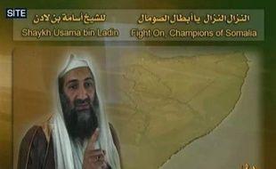 Le chef d'Al-Qaïda, Oussama ben Laden, a appelé les radicaux islamistes en Somalie à renverser et à combattre le président Sharif Cheikh Ahmed, un islamiste modéré élu fin janvier à la tête de ce pays en guerre, dans un nouvel enregistrement sonore mis en ligne jeudi.