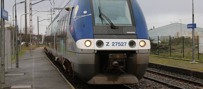 Le 10 février 2016, illustration TER en gare de Blanquefort (Gironde)