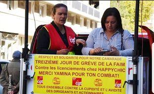 Yamina Azzi, déléguée syndical CGT en grève de la faim devant le siège d'Happychic, à Roubaix (à gauche) et Farida Kheelifi, secrétaire de la CGT Roubaix et environs.