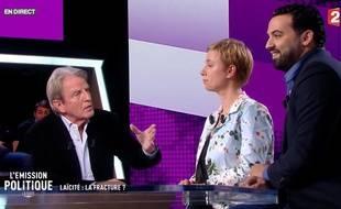 Bernard Kouchner, Clémentine Autain et Yassine Belattar sur le plateau de «L'Emission politique, la suite», sur France 2, le 30 novembre 2017.