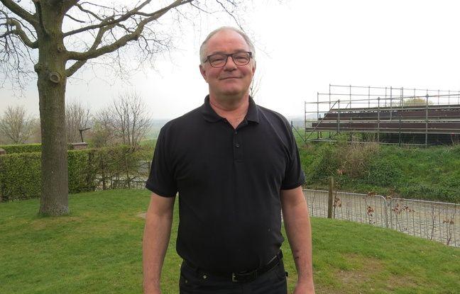 Koen Parmentier depuis la terrasse de son café qui surplombe le Vieux-Quarémont