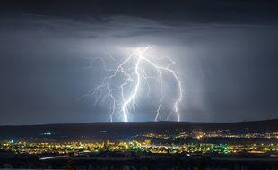 Des éclairs lors d'un orage (illustration).