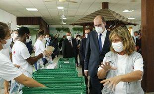 Jean Castex en visite à la Croix rouge à Cayenne, en Guyane le 12 juillet 2020.