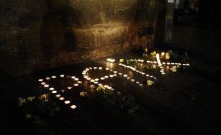Des bougies forment le mot