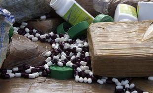 Illustration d'éphédrine et autres drogues.