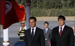 Le président français Nicolas Sarkozy a  quitté Tunis mercredi matin après avoir eu un entretien mardi soir avec son homologue tunisien Zine El Abidine Ben Ali sur les relations franco-tunisiennes et le projet d'Union