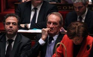 Le ministre de la Défense, Gérard Longuet, a relativisé mardi le maintien de l'écart dans les sondages entre Nicolas Sarkozy et François Hollande, qui reste en tête dans les intentions de vote.