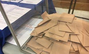 Une urne d'un bureau de vote lillois de la primaire de la droite et du centre, le 27 novembre 2016