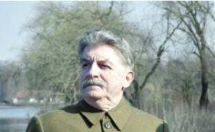 André Dussollier est Joseph Staline.