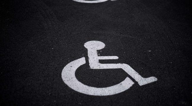 Un chauffeur de bus a-t-il refusé l'accès à une jeune fille en fauteuil ?