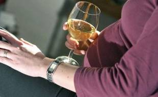 Les médecins préconisent l'abstinence totale d'alcool pendant la grossesse.