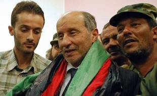 Le Conseil de sécurité de l'ONU a voté jeudi la fin du mandat autorisant le recours à la force en Libye où les derniers fidèles de Kadhafi menacent toujours selon le CNT qui a promis de juger les meurtriers de l'ancien dirigeant, mort dans des circonstance floues.