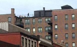 La photo d'un homme sur les toits de Boston, au moment des explosions, fait réagir sur le Web, le 16 avril 2013
