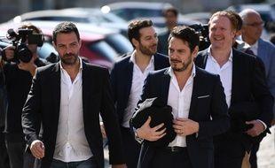 Jérôme Kerviel quitte la cour d'appel de Versailles (Yvelines) avec son avocat David Koubbi, le 23 septembre 2016.