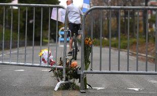 Des personnes ont laissé des mots et des fleurs près du lieu de l'attentat de New York qui a fait 8 morts