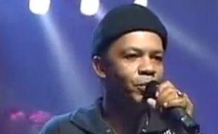 Capture d'écran d'une vidéo d'un concert de Patrick Saint-Eloi, ancien chanteur de Kassav décédé le 18 spetembre 2010.