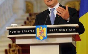 Le gouvernement roumain de centre-gauche qui devrait obtenir lundi la confiance du parlement a annoncé être parvenu à un accord avec le Fonds monétaire international (FMI) et l'UE sur un déficit public plus élevé, mais le président Traian Basescu a appelé dimanche à la prudence.
