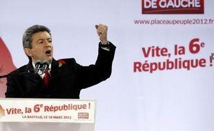 """Jean-Luc Mélenchon, toujours à la hausse dans les sondages, a défilé avec plusieurs dizaines de milliers de manifestants pour """"reprendre la Bastille"""", le 18 mars 2012 à Paris, appelant à une """"insurrection civique""""."""
